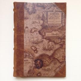 *** UITVERKOCHT *** Handgemaakte Ipad mini cover met leren rug en vintage tekening van wereldkaart.