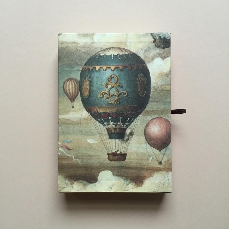 *** UITVERKOCHT ***Handgemaakte bewaarbox met 10 stuks prachtige vintage postkaarten en enveloppen