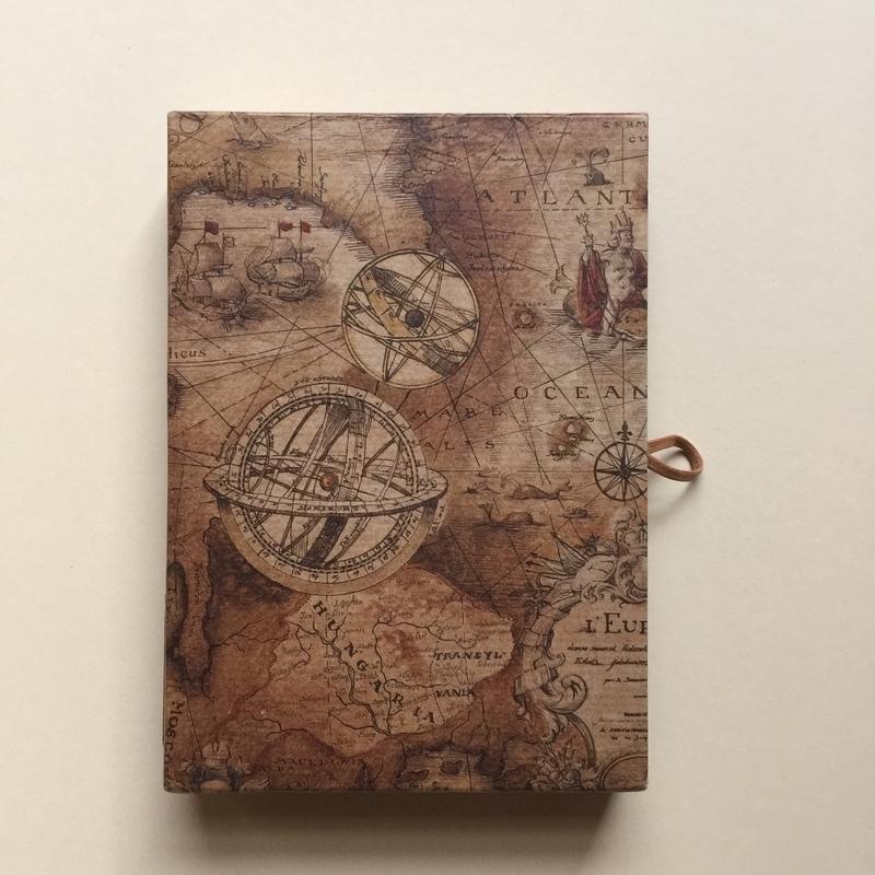 *** UITVERKOCHT *** Handgemaakte bewaarbox met 10 stuks prachtige vintage postkaarten en enveloppen