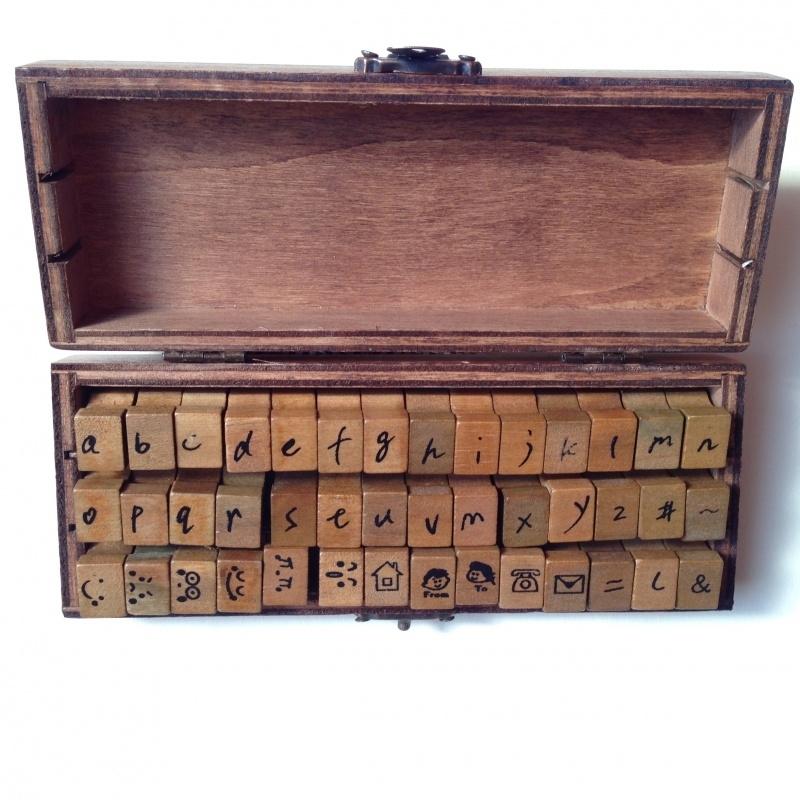Vintage houten stempelset, 42 stuks in prachtig houten bewaarkistje