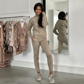 COMFY SET SOFT TAUPE By Yessey