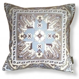 - Decorative pillows Taupe