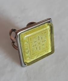 Cabochon ring AVOCADO yellow-green