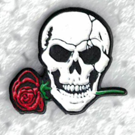 PIN - Skull with Rose between its teeth