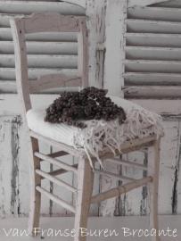 crèmekleurig houten keukenstoeltje in oude craquelé verf - SOLD