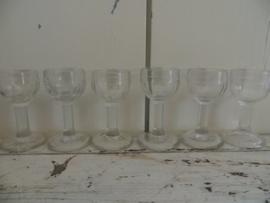6 oude Franse mini likeurglaasjes van geperst glas-GERESERVEERD