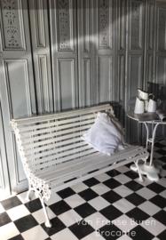 Oud Frans wit tuinbankje met gietijzeren frame - VERKOCHT/ SOLD