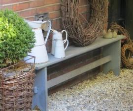 oud Frans houten bankje in grijs doorleefde verf - SOLD*