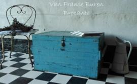 oude Franse kist in prachtig Fransblauwe sleetse patine