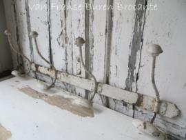 Franse wit ijzeren kapstok met 4 dubbele haken - SOLD