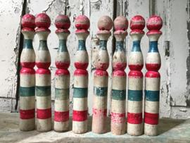 8 Oude Franse houten tafelkegels - quilles.VERKOCHT/SOLD