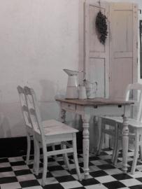 4 oude witte Frans-Belgische keukenstoeltjes - SOLD*