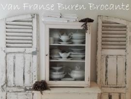 Frans wit vitrinekastje -SOLD*