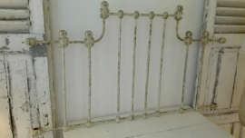 oud ( giet) ijzeren Frans bedframe - ornament