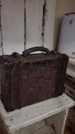 doorleefd Frans koffertje met leren riempjes