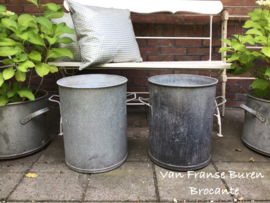 2 oude zinken tonnen - kuipen - ketels met handvat