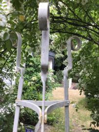 Unieke antieke smeedijzeren Franse Obelisk - tuinornament