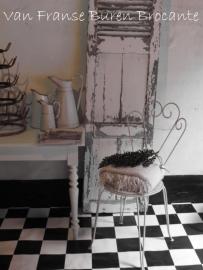 decoratief wit Frans ijzeren tuinstoeltje - SOLD*