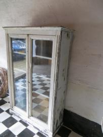oude Franse vitrinekast