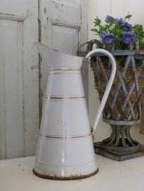 wit emaillen kan - waterkan met goudkleurige biezen (lek)