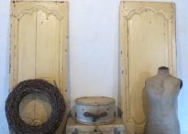 2 doorleefde antieke Franse luiken - 1 van verkocht