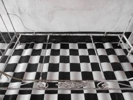 Frans inklapbaar ijzeren wit bed - SOLD*