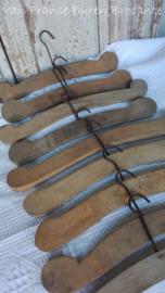 oude Franse houten knaapjes - kledinghangers  SOLD