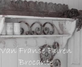 oud Frans regaal in witte afbladderende verf - SOLD*