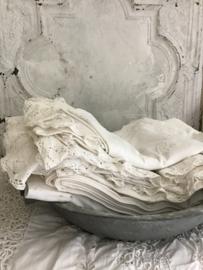 Oude Franse zinken ronde bak met handvatten