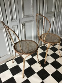 2 oude ijzeren Franse tuinstoelen - tuinstoeltjes - terrasstoelen