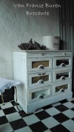 witte oude ladekast met 6 vitrinelaatjes - toonbank vitrine - SOLD