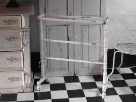 wit  Frans houten handdoekenrek - SOLD*