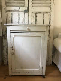 Oud sleets Frans 1 deurs kastje met lade in oude verf - kast .