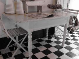 Franse witte tafel / sidetable