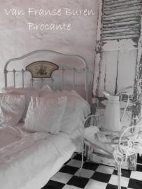 Frans spijlenbed met bloemornament - SOLD*