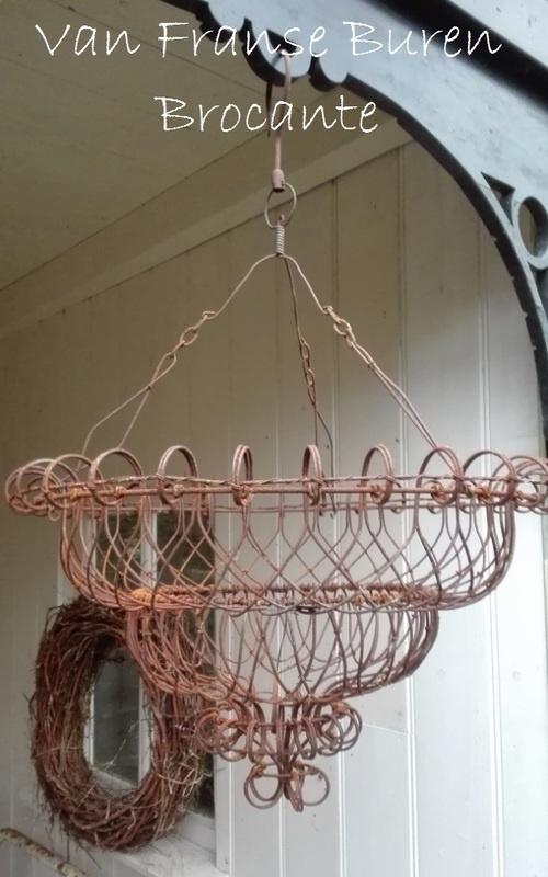 Franse hanging basket - plantenhanger van ijzerdraad - SOLD*