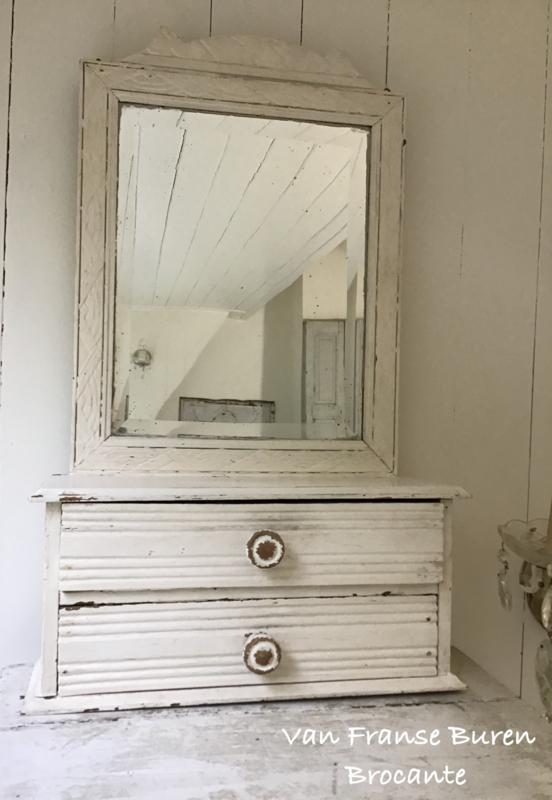 Oude houten kapspiegel met facet geslepen spiegelglas en 2 laatjes in oude  verf - VERKOCHT/SOLD