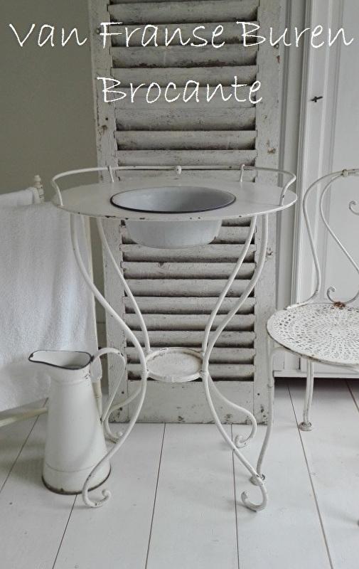 oud Frans wit wastafeltje - lavabo