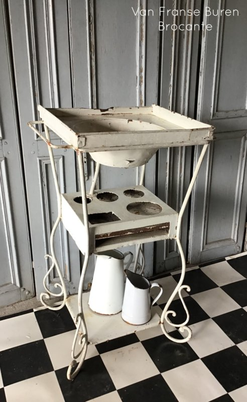 Frans ijzeren wastafeltje - wastafel - lavabo