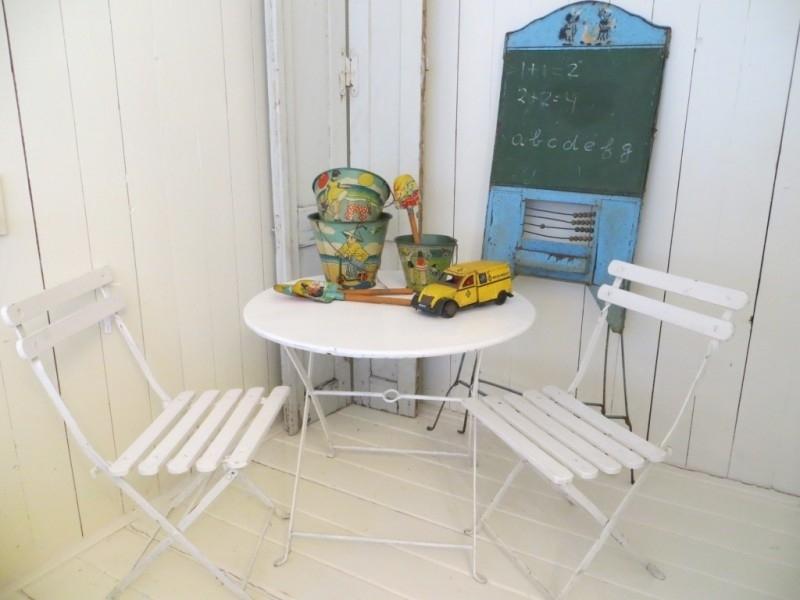 2 kinderbistrostoeltjes met tafeltje