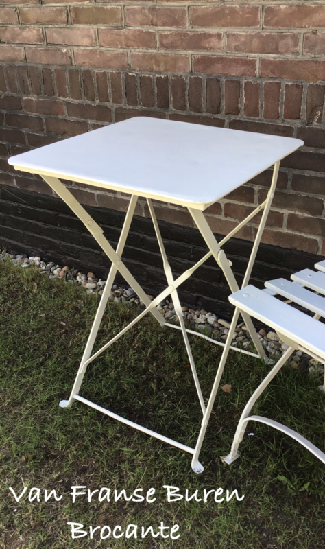 Oude witte Franse vierkante  bistrotafel- terrastafel- VERKOCHT/SOLD
