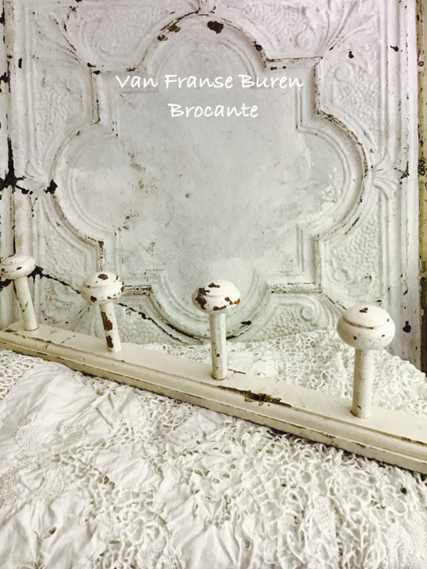Oude Franse houten witte  kapstok met 5 houten haken -SOLD/VERKOCHT