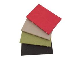 Olino Paperworks, Notebook van Gampi papier met bloem in reliefdruk op de voorzijde. Rood