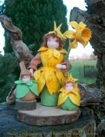 Narcis vrouw met 2 kleintjes (hoogte 20cm)