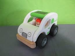 Houten eco auto ( afm. 13x9x8)