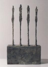 Vier vrouwen op een sokkel, Alberto Giacometti