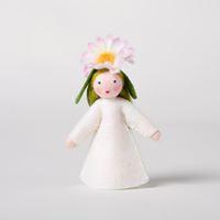 Madeliefje met bloem op het hoofd