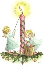 Engeltjes steken kerstkaars aan