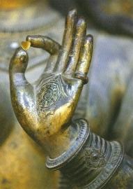 Bronzen hand met hartje