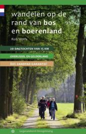 Wandelen op de rand van bos en boerenland / Rob Wolfs
